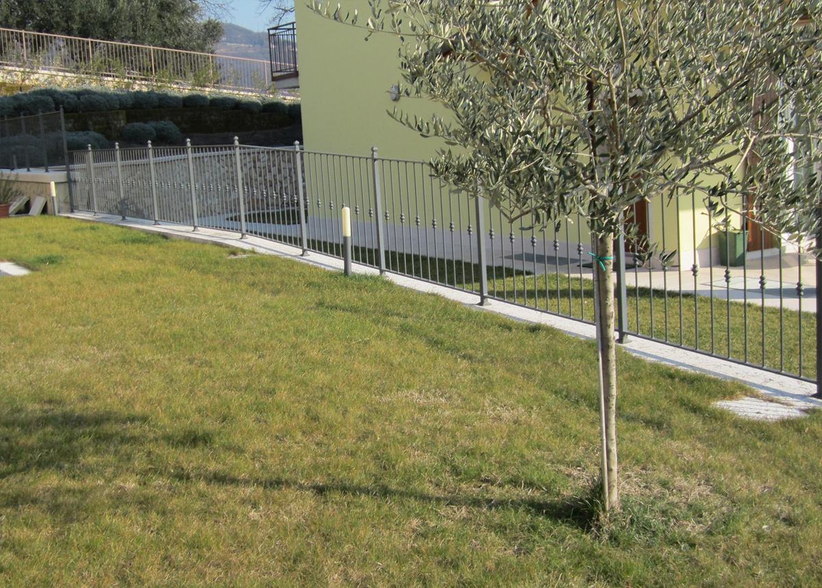 Ringhiera di recinzione in ferro lonardi alluinfis for Oscuranti per recinzioni